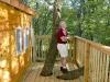 Un bunic a construit o casa in copac, cu trei etaje. Vezi cum arata constructia de peste 12 metri inaltime - FOTO