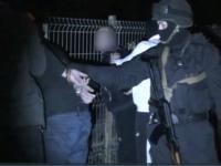 VIDEO - Sase barbati care vindeau heroina si alte droguri au fost retinuti in Chisinau. Cum a fost filata gruparea din care faceau parte