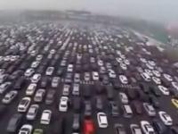 Ambuteiaj demn de Cartea Recordurilor. Motivul pentru care autostrada cu 50 de benzi, din China, a fost paralizata. VIDEO