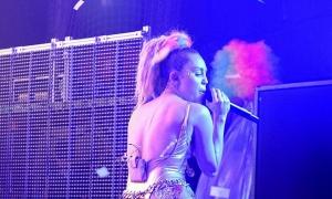 Miley Cyrus a depasit orice limita! Cel mai vulgar concert din viata sa - FOTO
