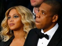 Beyonce, la un pas sa isi arate sanii in toata splendoarea. Vezi ce rochie a ales sa poarte - FOTO