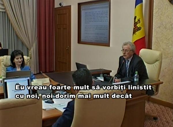 Discuţii aprinse la Guvern: Premierul interimar supărat pe funcţionarii publici care nu cunosc română