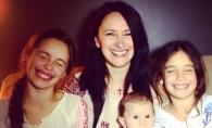 Mama Natei Albot, impreuna cu nepotica sa, Magdalena. Uite cum s-au fotografiat cele doua - FOTO