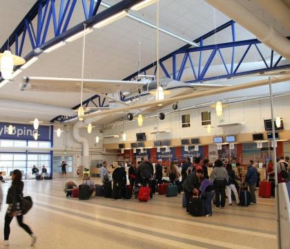 Un aeroport din Suedia a fost parțial evacuat după o alertă cu bombă