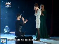 EMOTIONANT. Surpriza in timpul unui concert: Momentul in care o tanara din capitala a fost ceruta in casatorie - VIDEO