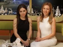 Isi prezinta hainele intr-un showroom din Paris. Vezi cat de departe au ajuns Dana si Violeta Basoc, surorile care au marcat stilul fetelor de la noi - VIDEO