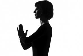 Exerseaza tehnica salutul soarelui din yoga pentru relaxare! Instructuni pentru acasa