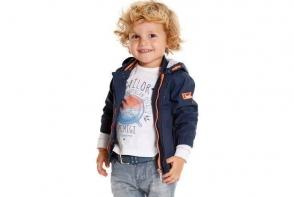 Vrei ca baietelul tau sa fie in pas cu moda? Atunci alege-i hainutele inspirate din ultimele trenduri ale adultilor - VIDEO
