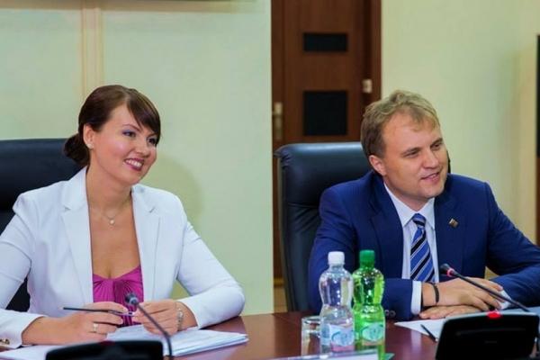 Nina Shtanski si Evghenii Sevciuc intr-o sedinta foto de familie. Vezi cum arata fiica lor - FOTO