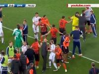 Bataie generala in meciul dintre Sahtior si Dinamo Kiev, iar Lucescu a sarit la gatul arbitrului - VIDEO