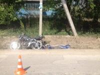 Tragedie in ziua Pastelui la Briceni. Un tanar de 19 ani s-a stins pe loc dupa ce a intrat cu motocicleta intr-un pilon de pe marginea drumului - FOTO