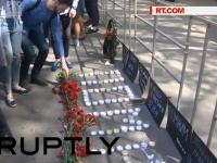 Sute de oameni au adus un omagiu celor 48 de oameni care au murit acum 2 ani in urma incendiului din Odesa. Atunci au avut loc ciocniri sangeroase intre manifestantii prorusi si cei proeuropeni - VIDEO