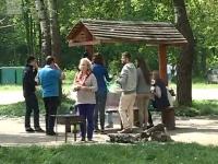 In a doua zi de Pasti, mesele incarcate cu bucate s-au mutat... la natura. Profitand de vremea frumoasa, oamenii au invadat parcurile din capitala - VIDEO