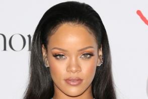 Rihanna din nou ne uimeste cu vestimentatia sa. Vezi cu ce si-a asortat tinuta
