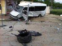 Grav accident pe traseul Chisinau-Ungheni. Un microbuz a fost facut ZOB dupa ce s-a tamponat cu un Mercedes, in urma impactului 5 persoane au fost ranite - VIDEO