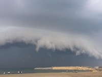 Imagini spectaculoase pe o plaja din Constanta. Ce s-a intamplat dupa ce a aparut norul amenintator. FOTO