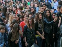 Nebunie mare la liceul Spiru Haret. Peste o mie de elevi au fost prezenti la Festivalul Rock'n'Haret - VIDEO