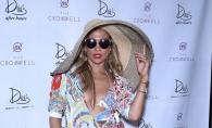 J Lo, cea mai sexy aparitie de anul acesta: in sutien si intr-o pereche de pantaloni scurti minusculi si neincapatori - FOTO