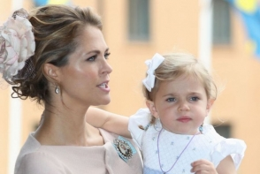 Printesa Leonor a Suediei, adorabila alaturi de mama sa! Uite cat de simpatica este micuta in varsta de 2 ani - FOTO