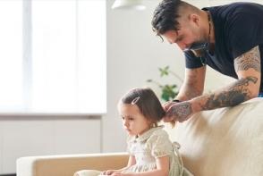 Un tata si-a pedepsit fiica de trei ani. Ce a facut micuta este de-a dreptul emotionant