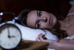 Te trezesti noaptea din somn sau ai insomnii? Vezi care sunt motivele si ce trebuie sa faci