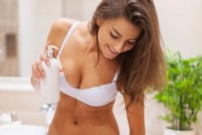 Nu mai stii cu ce sa hidratezi pielea uscata si inchisa la culoare, de la coate, genunchi si gat? Iata 7 produse naturale, care le poti gati chiar la tine acasa