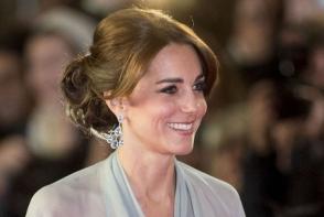 Kate Middleton a impesionat intr-o rochie batuta in cristale si paiete. Tinuta care i-a conferit feminitate la maxim - FOTO