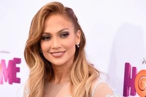 Jennifer Lopez sclipeste nu doar pe covorul rosu! Iata cat de simpla si sexy a fost surprinsa - FOTO