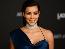 Kim Kardashian face pasiune pentru pozatul in oglinda. Vezi cat de sexy apare in cea mai recenta fotografie