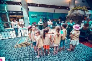 """Zambete de """"paleontologi"""" la Shopping MallDova"""
