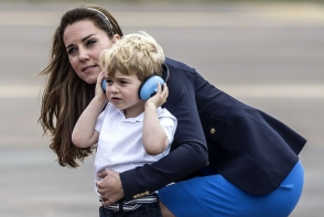 Kate Middleton, o mamica grijulie. Cum l-a consolat pe micutul George in fata a zeci de oameni