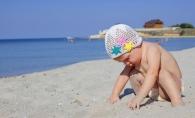 Atentie! Copiii sunt printre cei mai afectati de canicula. Cum sa-i protejezi in zilele foarte calduroase