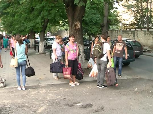 Cetateni din Republica Moldova pot vizita zeci de destinatii turistice din Romania aproape gratis. Pe parcursul celor trei zile de calatorie, moldovenii vor avea parte de cazare si o masa pe zi gratuita - VIDEO