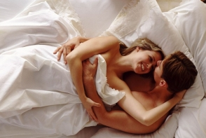 Dormi si vara in pijama? Vezi de ce trebuie sa o dezbraci chiar acum!