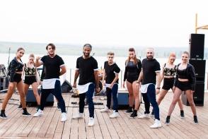 Show balet Black & White au scos toata lumea la dans, la petrecerea Radler Summer Vibe. Uite cum au incins atmosfera dansatorii - VIDEO