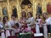 Tatiana Heghea si-a convins cei 19 cumetri sa vina la botezul micutei Regina Raluca in straie nationale.