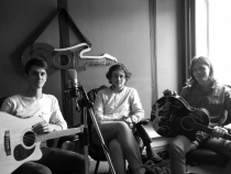 Baietii de la Plumbum si-au inregistrat prima piesa. Asculta cum suna melodia Piramida, lansata in premiera la Cool Radio - VIDEO