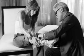 Jennifer Lopez se pregateste sa cucereasca lumea cu colectia-capsula. Vezi cat de fantastice sunt modelele de pantofi - FOTO