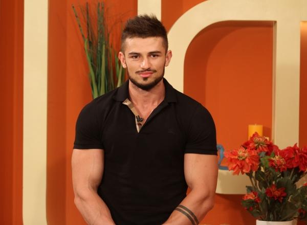 Este moldovean, dar a reprezentat Romania la Mister World 2016. Vezi cat de sexy este Ion Garaba - VIDEO