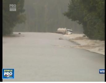 O furtuna puternica a facut ravagii in sudul Statelor Unite. Zeci de strazi inundate si doua persoane decedate - VIDEO