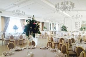 Iti doresti o petrecere de neuitat, intr-un local de vis? La Restaurantul Banquet Hall Forum vei avea parte de evenimente ca in filme - VIDEO
