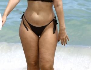 A defilat pe plaja din Miami fara niciun complex! Vezi ce vedeta se mandreste cu celulita corporala - FOTO