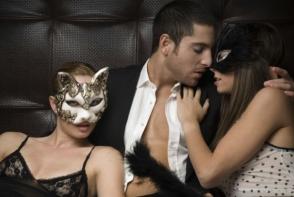 Fanteziile erotice sunt normale si sanatoase dar mai pot fi si comune. Iata patru fantezii pe care le puteti practica in doi - FOTO
