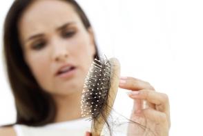 Tratamentul care iti regenereaza si ajuta sa creasca mai repede parul. Il prepari usor cu ce ai in frigider - FOTO