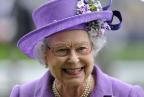 De ce nu se imbraca regina Marii Britanii in culori inchise. Afla detalii interesante despre codul de imbracaminte regal - FOTO