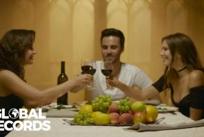 Un nou clip erotic de la Carla's Dreams! Un barbat si doua femei se iubesc in videoclipul piesei