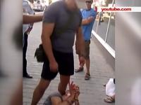 """Un barbat a fost batut cu cruzime la Sevastopol de cativa oameni, pentru ca ar avut la sine simboluri ucrainene: """"Nici nu am incercat sa ma opun. El a spus ca este poliţist si m-a batut"""" - VIDEO"""