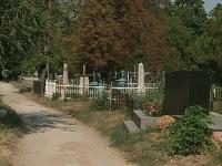 """De la cimitir - direct la sectia de votare. Sute de persoane decedate se afla inca in listele electorale: """"Constantin Tanase a murit acum 2 ani, dar se regaseste in continuare in listele alegatorilor"""" - VIDEO"""