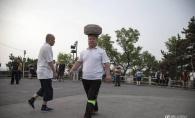 Barbatul acesta a mers cu un bolovan de 40 de kilograme pe cap timp de 4 ani ca sa slabeasca! Iata cum arata acum - FOTO