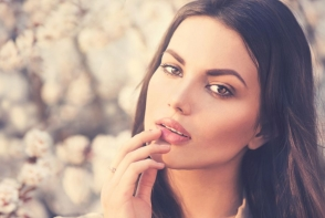 Nopti nedormite? 10 trucuri de make-up prin care sa fii mereu o aparitie fresh